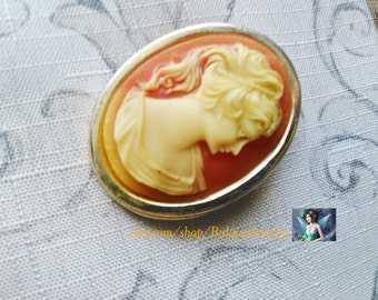 Lady on a Brooch (Cameo)   B#507