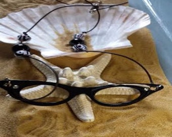 Glasses necklace (NK004)