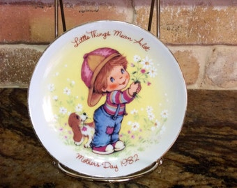 """Collectable Avon """"Little Things"""" 1982 Mother's Day Plate"""