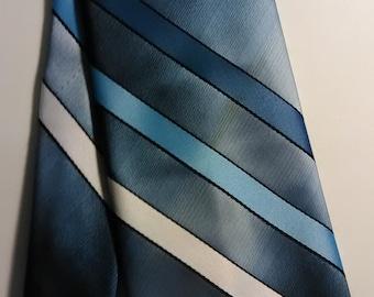 432.  Oleg Cassini necktie