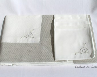 Chic tablecloth and napkins, unbleached linen