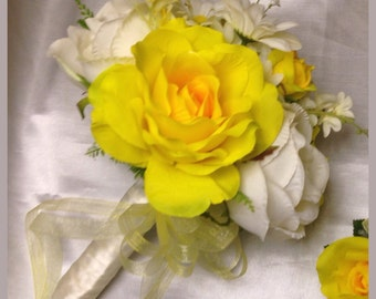 Yellow bridal small bouquet, bridesmaids.