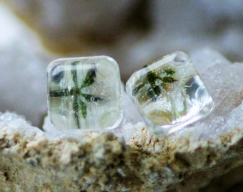 WHITE FLOWER EARRINGS - Transparent Resin Jewelry