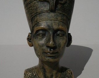 Vintage Nefertiti Bust / Sculpted Egyptian figurine