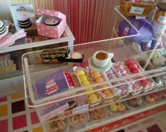 Box Ladurée with macaroons and you in miniature House of dolls dollhouse 1:12