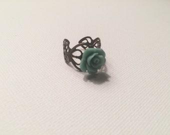 Adjustable light green floral ring