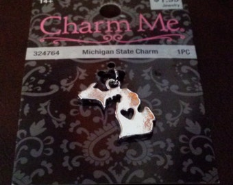 Vintage I heart Michigan Charm / Michigan Map Pendant / State Charm / Map Charm / Map Jewelry / MI / Michigan / Heart / Silver / Charm Me