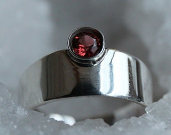Plate ring silver with almandine-Garnet, tight silver color ring