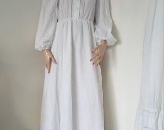 Vintage 1970s dress embroidery 100% white cotton size M/L