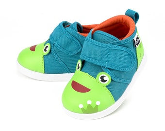 Prince Kairu Frog Toddler Walking Shoe with On-Off Squeaker by ikiki Squeaky Shoes