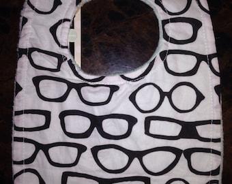 White and black glasses bib