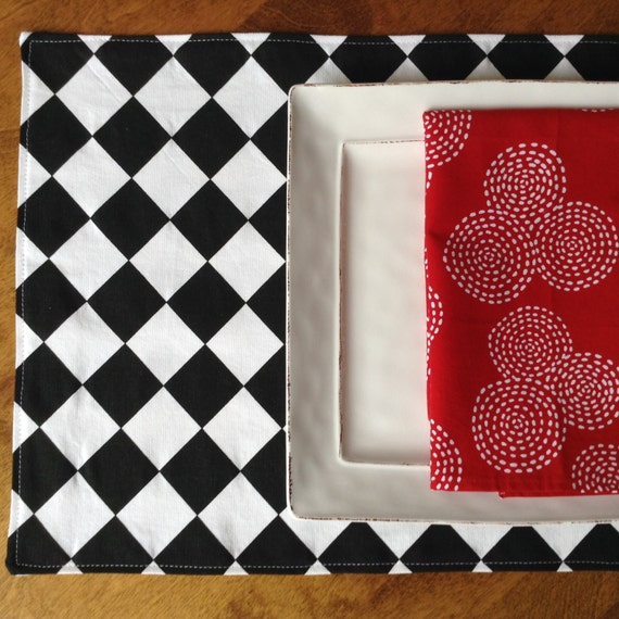 black and white placemats diamond pattern placemats. Black Bedroom Furniture Sets. Home Design Ideas