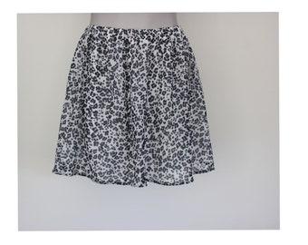 Vintage Mini Skirt, Black and White Dotted Flowers Short Skirt,  Medium Size