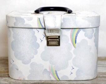 Große Eitelkeit Originalgehäuse mit Wolken und Regenbogen Muster - 80er Jahre Stil