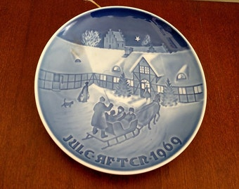 "Bing & Grondaul ""Arrival of Christmas Guests"" Porcelain Plate"