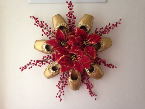 Pointe shoe christmas wreath holiday ballet centerpiece for Ballet shoes christmas decoration