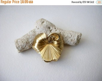 ON SALE Vintage 1970s Gold Tone Pansy Floral Pin 70816A