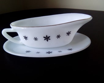 Vintage Mid Century 1950s Gaiety Snowflake gravy Boat/jug and saucer. Kitchenalia