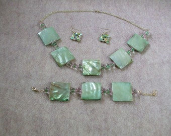 J-BNE 165 -  Light Green Shell-like beads separated by mint green crystals.