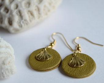 Earrings dangling, shells, leather lamb and fine gilded brass