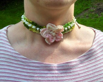 Crocheted Flower Choker Necklace