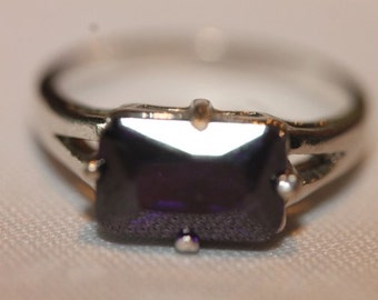 Sterling silver rectangle purple stone ring size 8