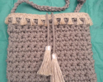 Knitted shoulder handbag