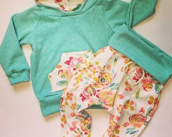 Baby girl clothes / baby floral outfit / baby girl hoodie / baby shower gift / organic baby clothes