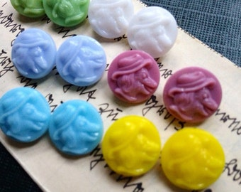 6 vintage buttons for kids - old collector / glass buttons - 6 colors available