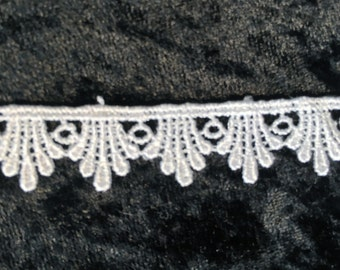 L0000001 White Rayon Lace 15mm