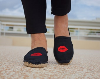 Black Espadrilles decorated with embroidered applique
