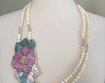 White Bead Necklace with Pink Flower