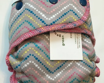 SALE -- Dotted chevron hybrid fitted diaper -- one size OS -- FDR -- serged (sg)