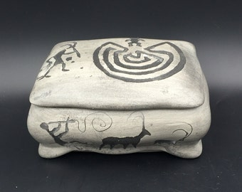 Navajo  Etched Clay Lidded Trinket Box Light Gray with Scenery Signed  - Treasure box, jewelry box