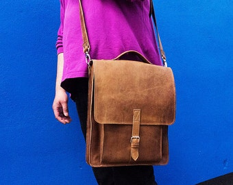 A LEATHER LAPTOP BAG