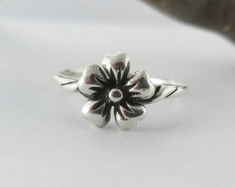 Flower Ring~Silver Flower Ring~Silver Stacking Flower Ring~Silver Floral Ring~Flower Jewelry~Promise Ring~Gift for Daughter