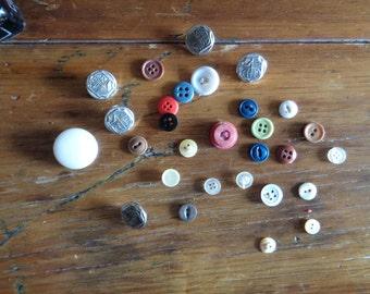 Random Vintage Buttons / buttcoll #004