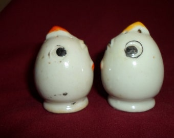 Little Vintage chicken salt and pepper shakers