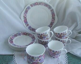Elizabethan Fine Bone China Portobello Design 1960's Retro Part Tea Set