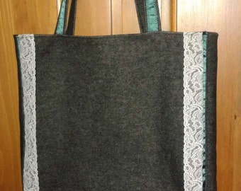 Tote lace adorned Tote type bag