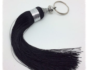 Black Pompom silk and its Pearl Metallic pyramid