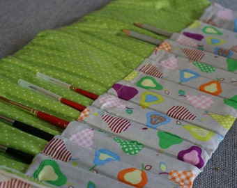 Paintbrush Roll (pears & polkadots)