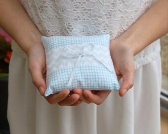 Cushion of alliances in fabric turquoise and white zig zag, modern marriage, something blue, door alliances wedding themed