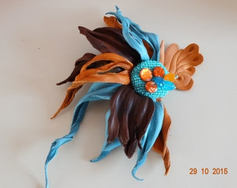 Flower leather brooch