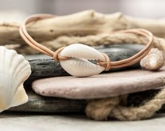 Leather Cowry Shell Bracelet - Tan