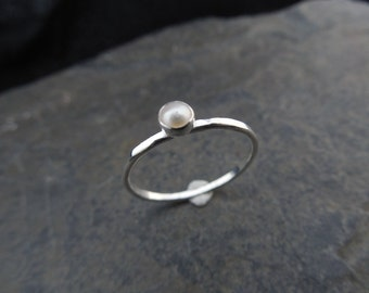 Natural pearl skinny sterling silver ring, hammered, 1.2 mm ring, made at your size. Midi ring, thin ring, stacking ring. June birthstone