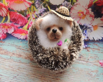 Felted hedgehog with hat