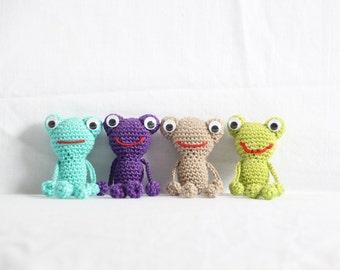 Brown Crochet (On) Frog