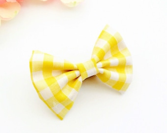 Yellow chequered bow
