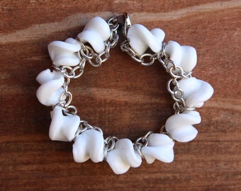 "Handmade Adjustable 6"" to 7"" Twisted White Glass and Silver Chain Beaded Bracelet"